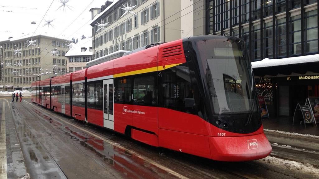 Am Marktplatz Bohl stand bereits vor einer Woche eine Tango-Zugkomposition der Appenzeller Bahnen still.