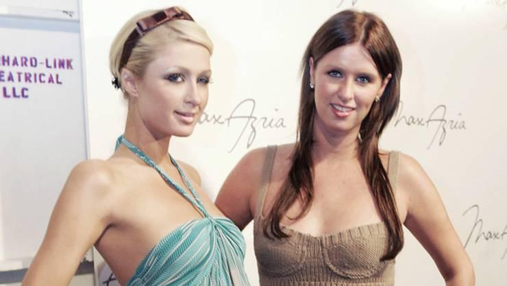 Ganz normale Schwestern: Die US-Hotelerbinnen Paris Hilton (links) und Nicky Hilton Rothschild. (Archivbild)