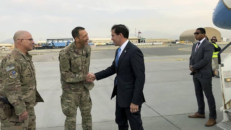 US-Verteidigungsminister Mark Esper wurde bei seiner Ankunft in Kabul von US-Soldaten begrüsst.