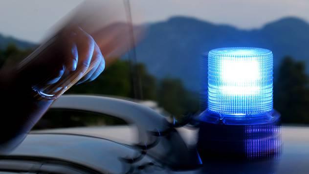Als die Polizei beim Paar auftauchte und den Beschuldigten mitnahm, war auch bei der Frau das Erstaunen gross. (Symbolbild)