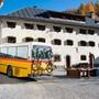 Vor allem in Bergregionen sind Einheimische froh, wenn sie ihr Velo im Postauto mitnehmen können. (Symbolbild)