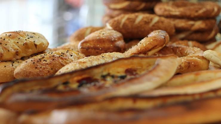 """Viele Menschen verzichten aufgrund ihrer """"Low Carb""""-Diät auf Brot. (Symbolbild)"""