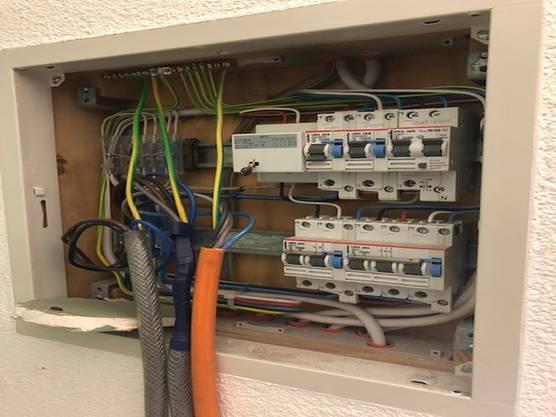 In einer Anlage wurde der Strombezug über völlig unsachgemässe Installationen vorgenommen.