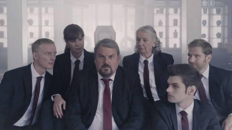 Luc Conrad, umgeben von den anderen Hauptfiguren: Semmelweis, Anna-Maria, Erika, Fabio und Doerig.