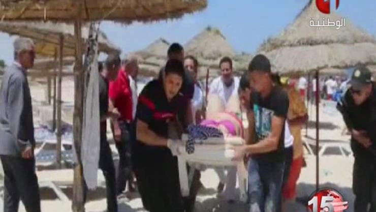 Screenshot vom Sender Tunisia TV1, der den Strand bei Sousse nach dem Anschlag zeigt.