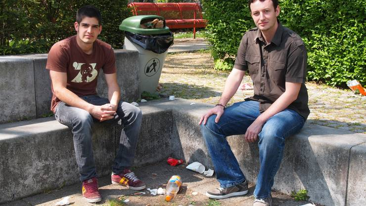 Gabriel Wyss (links) und Stefan Gentsch wollen die Jugendlichen auf die Sauberkeit im Quartier sensibilisieren.  Tobias Gefeller