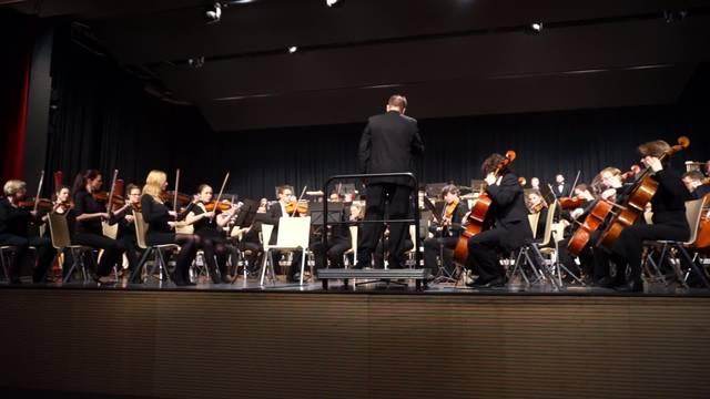 Sinfonieorchester Tifico spielt Fledermaus Ouverture von Johann Strauss Jr
