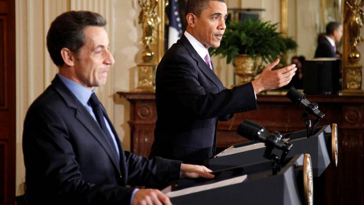 U.S. President Barack Obama speaks during a joint news conference with French President Nicolas Sarkozy (L) in the East Room of the White House in Washington, March 30, 2010.     REUTERS/Jason Reed (UNITED STATES - Tags: POLITICS)