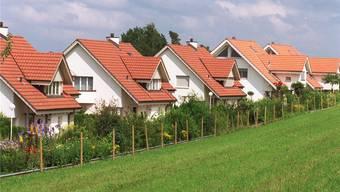 In annähernd allen Gebieten der Schweiz wurde eine markante Zunahme der angebotenen Einfamilienhäuser registriert. Am gefragtesten waren dabei Häuser mit einem Verkaufspreis bis zu 1,5 Millionen Franken.