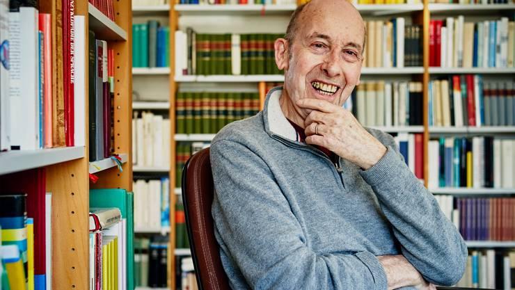 Der Aargauer Schriftsteller Reinhold Bruder bei ihm Zuhause in Küttigen.