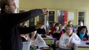 Immer selteneres Bild: Lehrer im Schulzimmer.