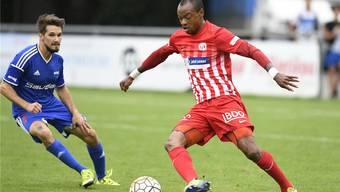 Stürmer Alfred (r.) will für den FC Dietikon weiter Tore erzielen und dem Verein damit helfen, sich in der Rückrunde in der Tabelle zu verbessern.