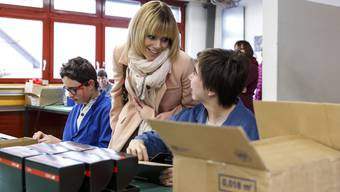 Francine Jordi besichtigte im März 2015 die Werkstatt des Blumenhauses Buchegg.