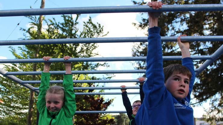 Nach der Vorstellung kletterten bereits die ersten Mutigen auf die Monkey-Bar.
