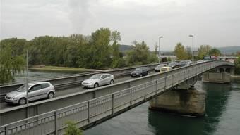 Die Vollsperrung der Rheinbrücke bei Koblenz wird massive Auswirkungen auf die Verkehrsflüsse im Zurzibiet haben.