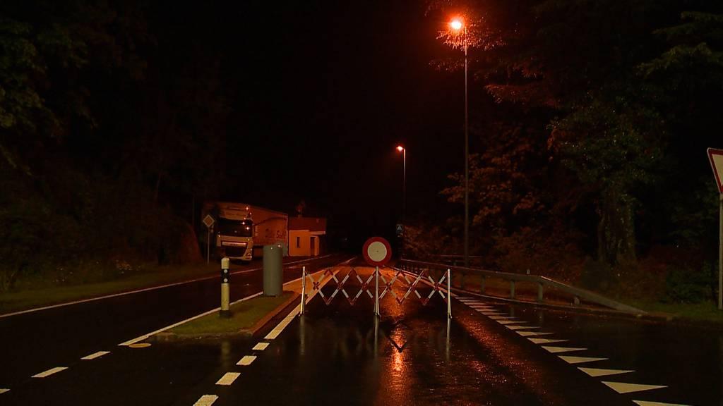 Axenstrasse nach Steinschlag gesperrt – Umleitung eingerichtet