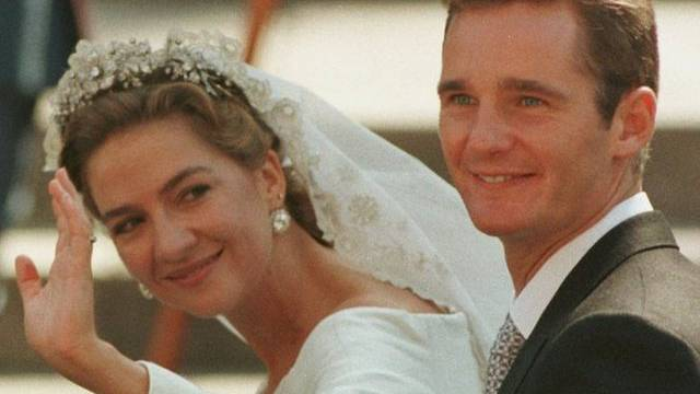 1997 noch das strahlende, unbescholtene Brautpaar, heute unter Betrugsverdacht: Prinzessin Cristina von Spanien und ihr Gatte (Archiv)