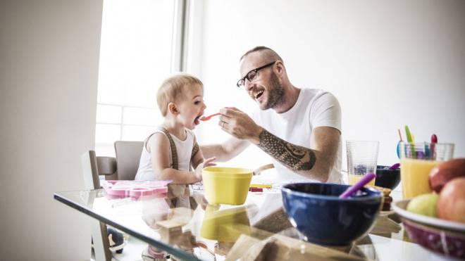 «Väter werden in ihrem Engagement massiv unterschätzt», sagt Erziehungsforscherin Margrit Stamm. Foto: PLAINPICTURE.