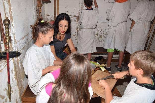 Besuch bei den Schülerinnen und Schülern in der Contubernia auf dem Legionärspfad Vindonissa