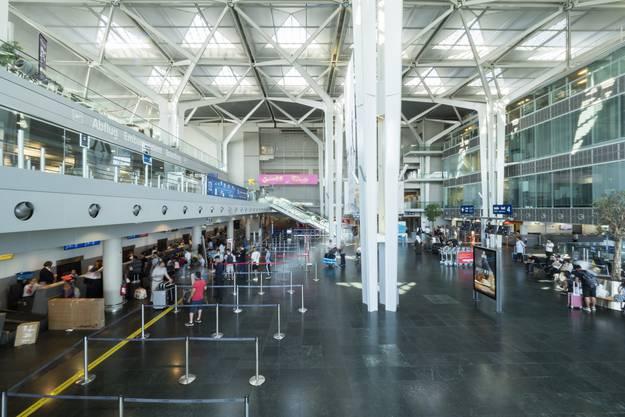 Doch ist der Euro-Airport dafür bereit? Die Platzbedingungen gerade bei der Einreise, aber auch beim Check-In seien heute sehr knapp.