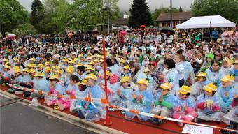 Kinder-Applaus für die musikalischen Darbietungen.