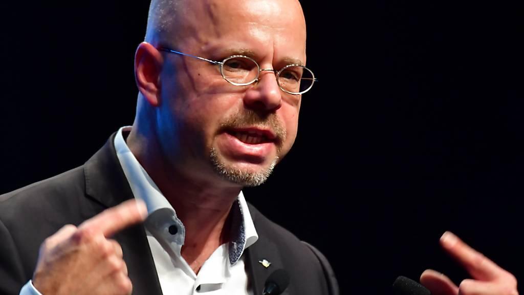 Der langjährige Brandenburger Parteichef Andreas Kalbitz: Nach seinem Rauswurf aus der rechtspopulistischen AfD geht ein tiefer Riss durch den Bundesvorstand. (Archivbild)