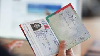 Bis Ende Juni haben sich laut Staatssekretariat für Migration (SEM) 482 Ausländerinnen und Ausländer der dritten Generation für eine erleichterte Einbürgerung entschieden. (Symbolbild)