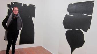 Ruth Berger vor einer ihrer grossformatigen Arbeiten
