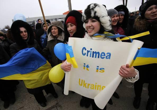 Pro-ukrainische Demonstranten in Simferopol