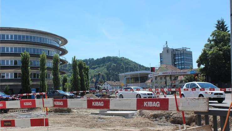 Ganz Suhr ist eine Baustelle. Wie lange die Durchfahrt dauert, ist für Auto- und Lastwagenfahrer schwer abzuschätzen. ASU