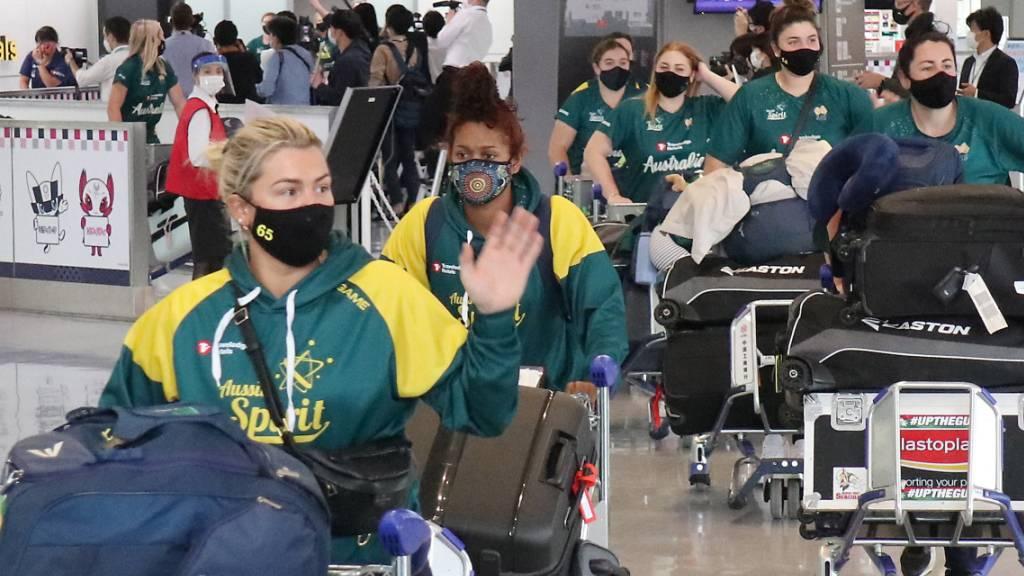 Erste Olympia-Athletinnen in Tokio: Das Frauen-Softball-Team aus Australien ist in Japan angekommen