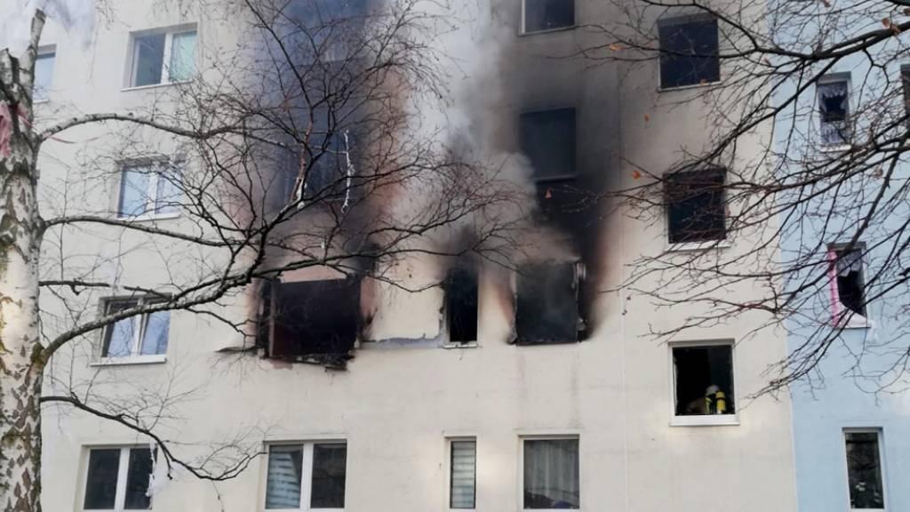 Ein Toter und 25 Verletzte bei Explosion in Wohnblock