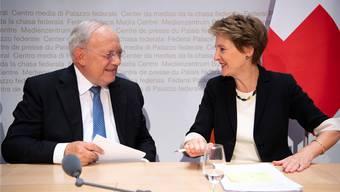 Sein letzter Abstimmungskampf: Schneider-Ammann wirbt mit Bundesratskollegin Sommaruga gegen die Selbsbestimmungs-Initiative.