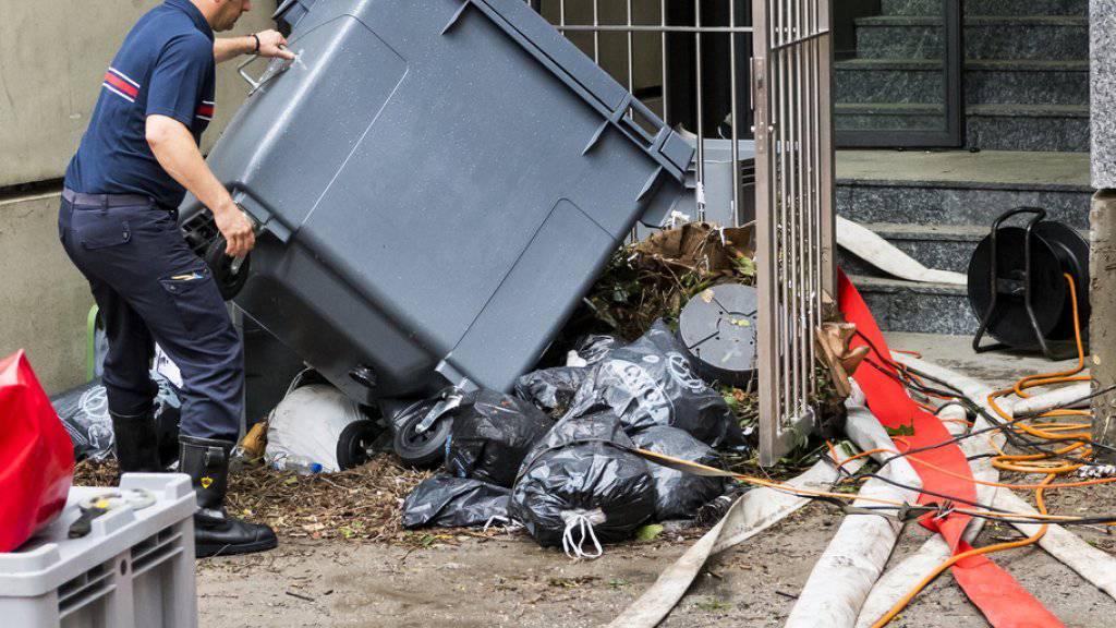 Nach dem Jahrhundert-Regen ist in Lausanne das grosse Aufräumen angesagt. Das Hochwasser richtete Schäden in der Höhe von ungefähr 5 Millionen Franken an.