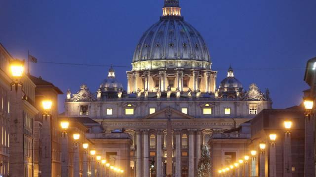 Blick auf den Petersdom im Vatikan (Archiv)