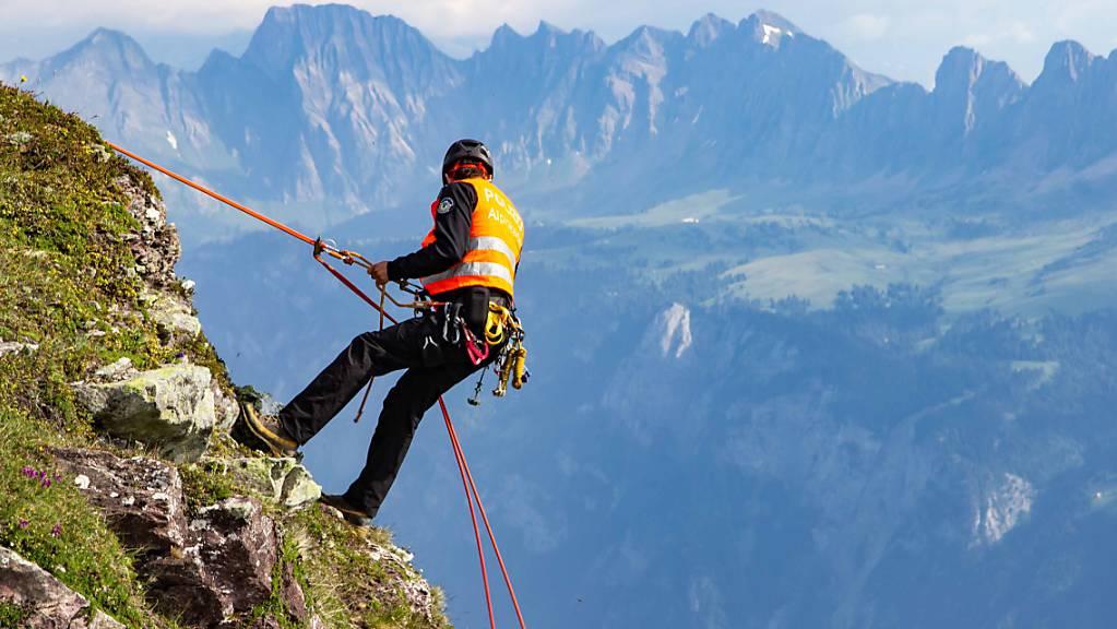 Ein 29-jähriger Kletterer hat sich am Sonntagmittag schwer verletzt. (Symbolbild)