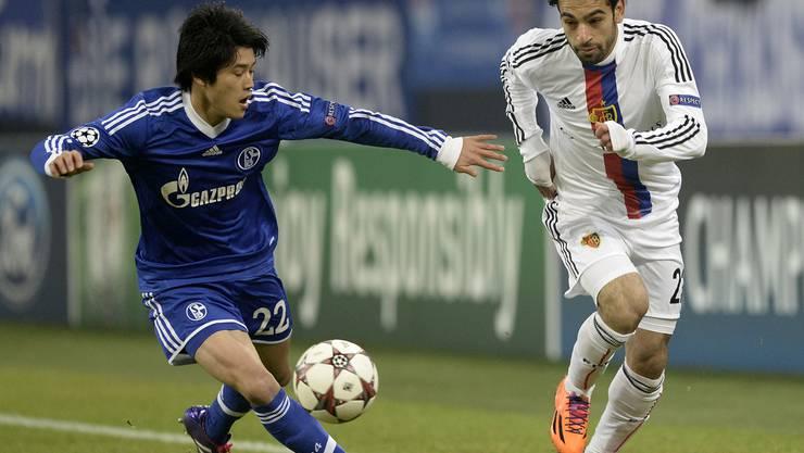 Mohamed Salah übersprintet Atsuto Uchida