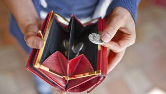 Wie viel vom Wirtschaftswachstum landet bei den Schweizern und Schweizerinnen im Portemonnaie?