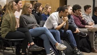 Schüler, Studenten und Parteien diskutieren über das neue Stipendiengesetz