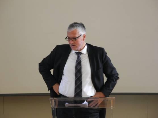 Regierungsrat Peter Gomm bei seiner Rede.
