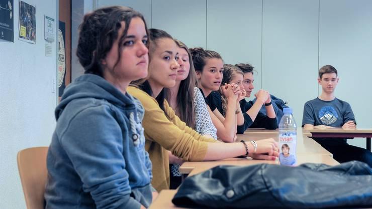 Im Gymnasium Porrentruy verbringen die Schülerinnen und Schüler die beiden letzten Jahre der vierjährigen bilingualenMaturität. Martin töngi
