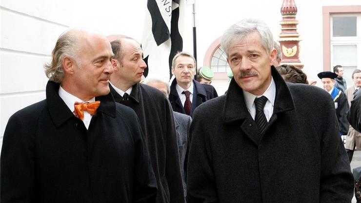 Klaus Endress (links) steht einem Umzug nach Liestal positiver gegenüber als Ulrich Vischer. Hier sind sie zusammen am Dies Academicus 2007.