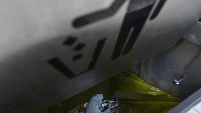 Der tote Hund steckte in einem Mülleimer (Symbolbild)