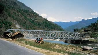 Mobilität im Gebirge: Dank Schweizer Hilfe wurden in Nepal Tausende Brücken errichtet, hier die Sun-Kosi-Brücke.