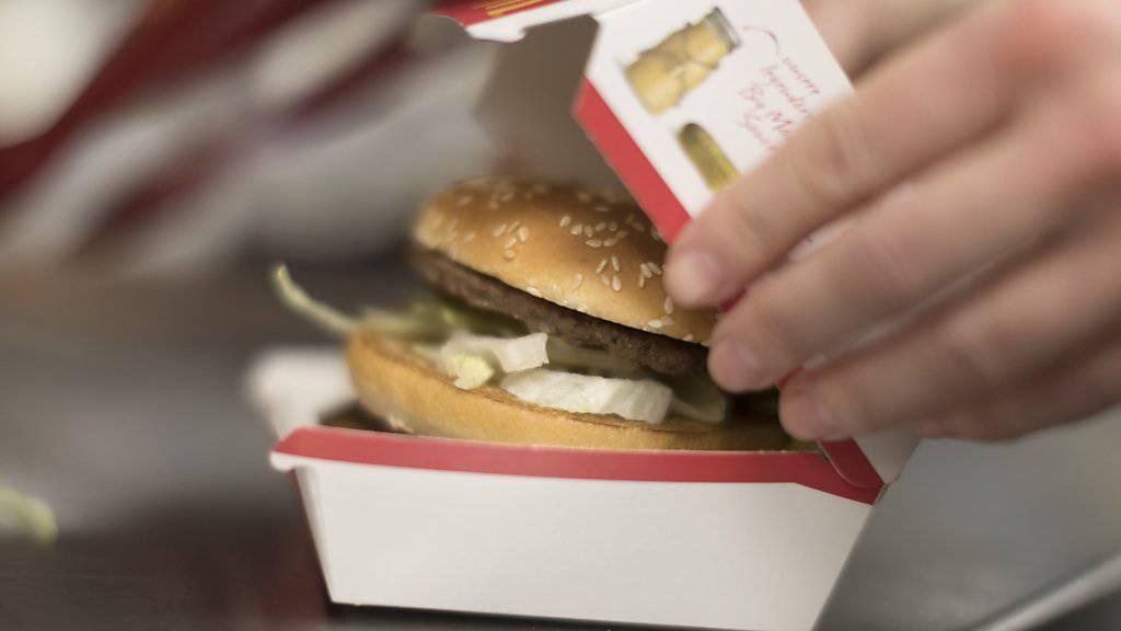 """McDonald's steigert Absatz kräftig - """"Bacon Event"""" lockt Kunden. (Archiv)"""