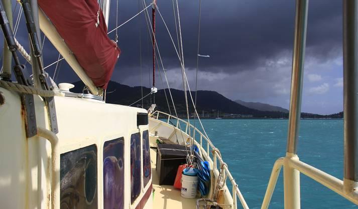 Im Schutze der Inseln zu segeln ist nicht immer möglich.