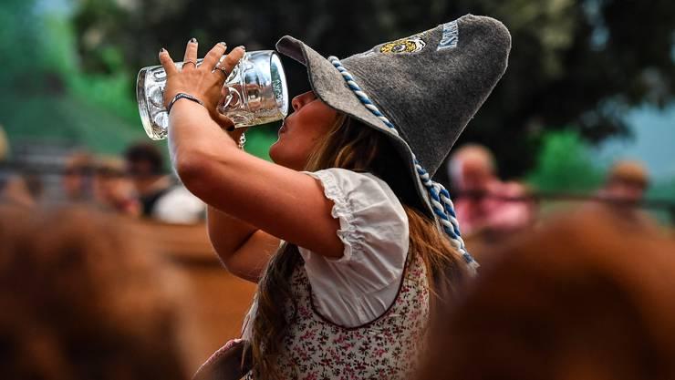 Das Münchner Oktoberfest ist eröffnet – nun wird wieder literweise Bier getrunken. (Symbolbild)