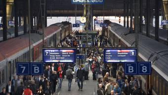 Oft sind die Zugverbindungen Basel-Zürich verspätet. (Symbolbild)
