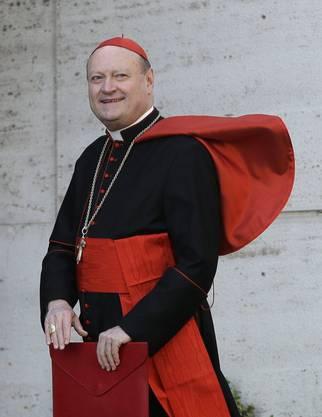 70, Kurienkardinal, ein beliebter Kardinal, der häufig in den Medien ist. Er gilt als Geheimfavorit.