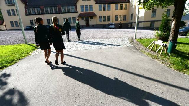 Schülerinnen und Schüler treffen im Lundsberg Internat ein
